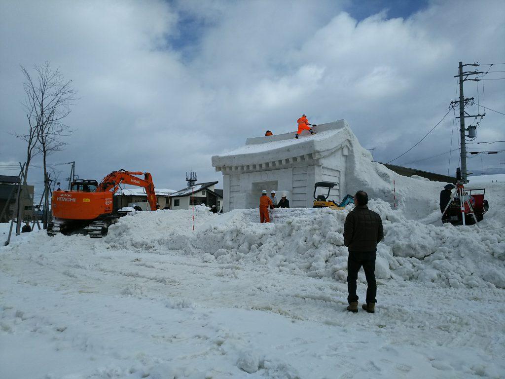 飯山駅前 雪像作り