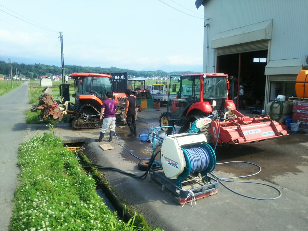 トラクター洗浄