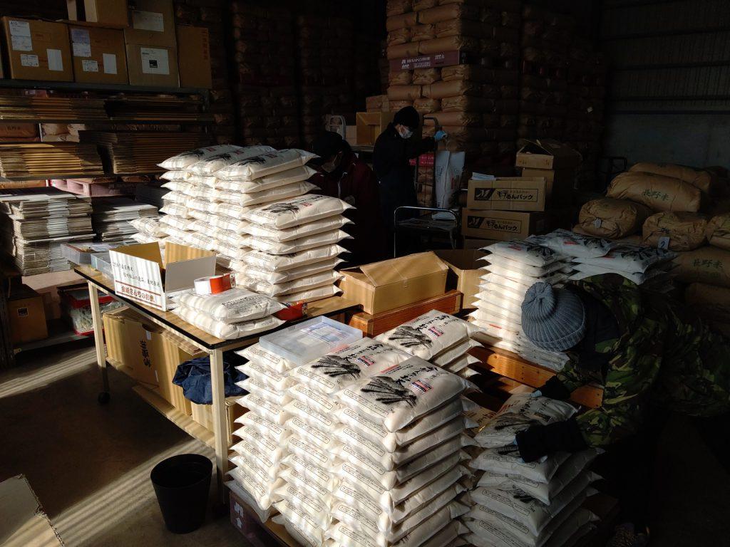 お米の荷造り作業