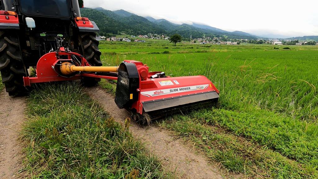 トラクター草刈り作業