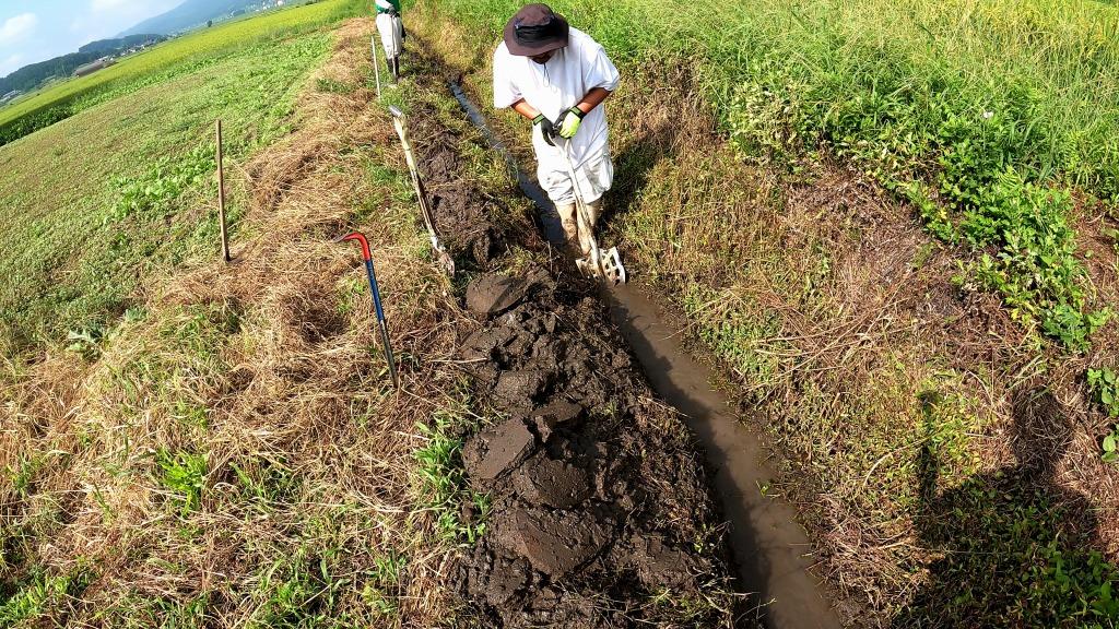 田んぼの排水路の修繕